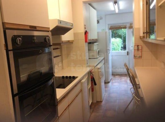 Thumbnail Shared accommodation to rent in Kingston Road, New Malden, Greater London