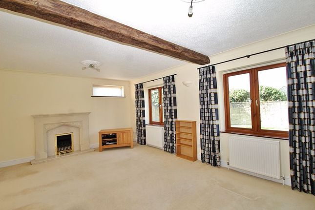 Living Room of Corndell Gardens, Witney OX28