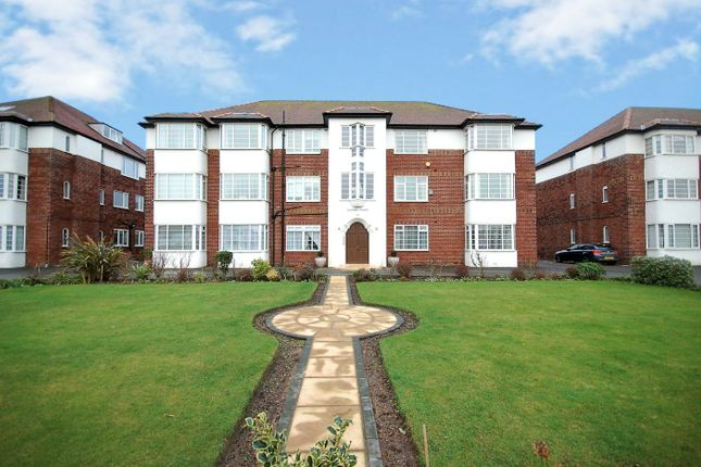 Thumbnail Flat to rent in Clifton Drive South, Lytham St Annes, Lancashire