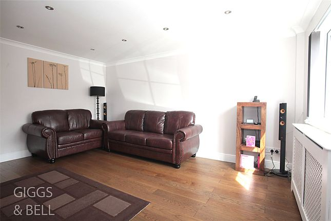 Picture No. 14 of Wootton Close, Luton, Bedfordshire LU3