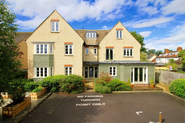 Flat to rent in 99B High Street, Witney, Oxfordshire