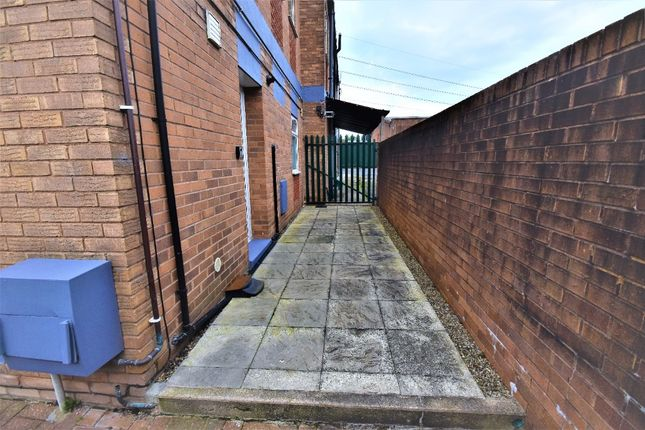 2 bed flat to rent in Five Crosses Industrial Estate, Ruthin R, Coedpoeth LL11