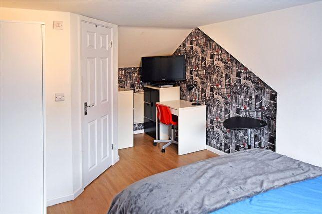 Picture No. 13 of Wide Lane, Morley, Leeds LS27