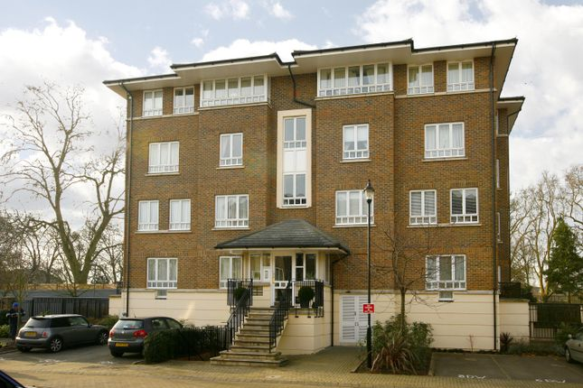3 bed flat to rent in May Bate Avenue, Kingston Upon Thames