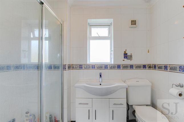En-Suite of Burnham Road, Southminster CM0
