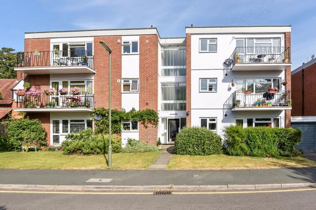 Thumbnail Flat for sale in Hilgay, Guildford