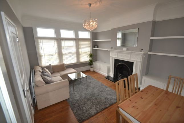2 bed flat to rent in Halesworth Road, London