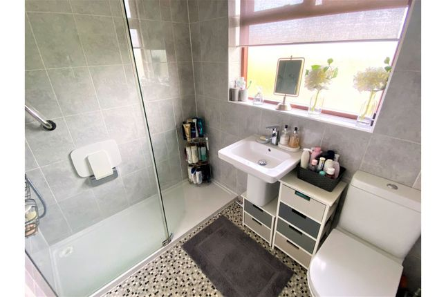 Shower Room of Valiant Close, Glenfield LE3