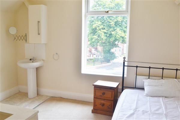 Thumbnail Shared accommodation to rent in Merridale Crescent, Wolverhampton