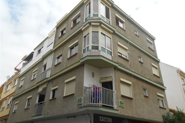 Thumbnail Block of flats for sale in Fuengirola, Málaga, Andalusia, Spain