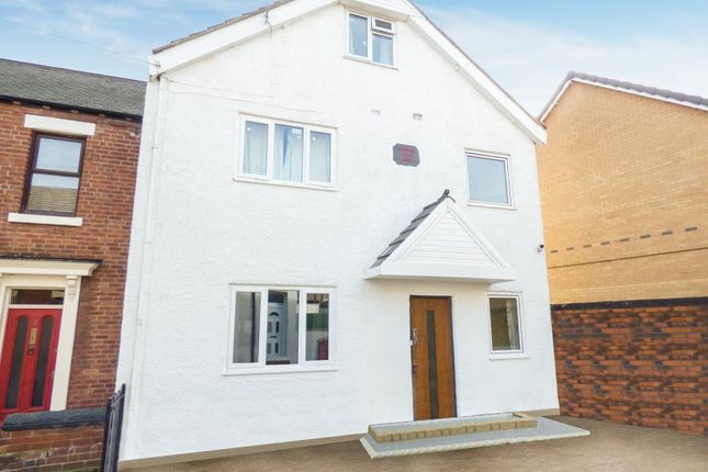 Thumbnail Flat to rent in Banks Avenue, Pontefract