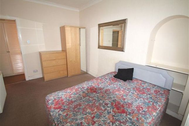 2 bed flat to rent in Springhill, Dundee DD4