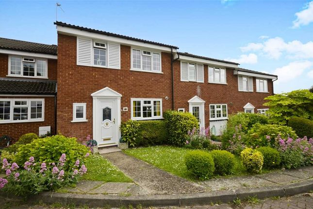 Thumbnail Terraced house for sale in Firs Avenue, London