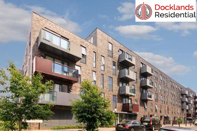 3 bed flat to rent in Duckett Street, London E1