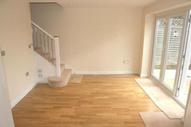 2 bed bungalow to rent in Leith Road, Dorking RH5