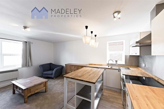Flat to rent in Bramley Road, London