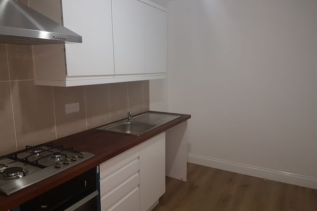 Flat to rent in Green Street, London