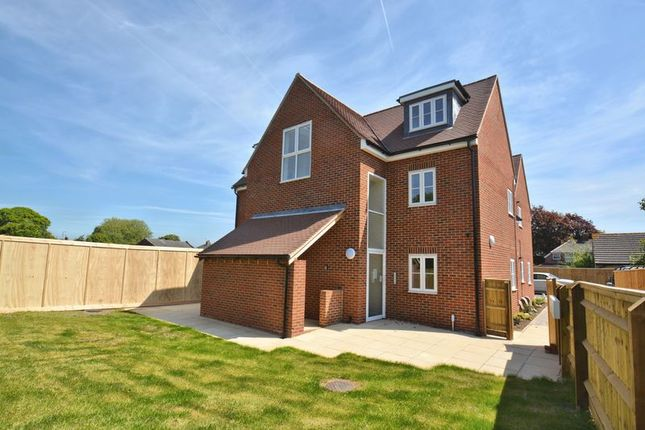 Thumbnail Flat for sale in Colborne Road, Didcot