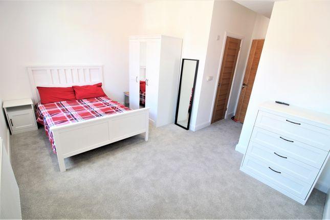 Thumbnail Room to rent in School Lane, Heaton Moor