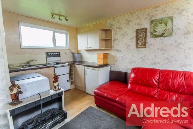 Kitchen Area of Broadside Chalet Park, Norwich NR12