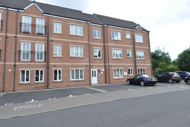 Flat to rent in Rea Road, Northfield, Birmingham