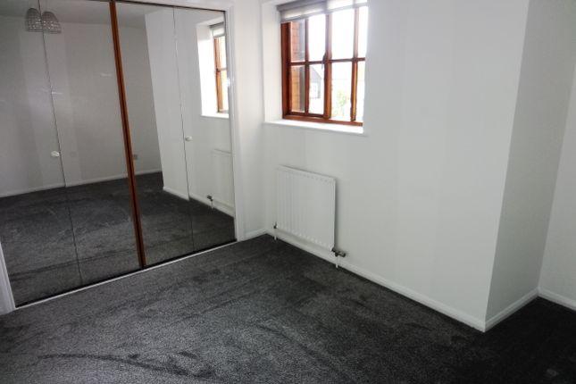 Bedroom: of Wickhams Wharf, Viaduct Road, Ware SG12