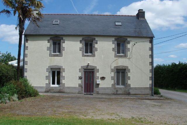 4 bed detached house for sale in Lannedern, Finistère, Brittany, France