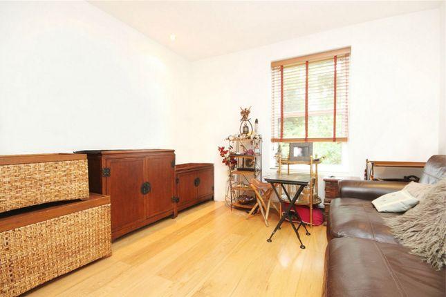 Flat to rent in Bloemfontein Road, London