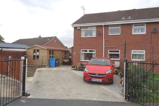 Thumbnail Town house for sale in The Queensway, Hull