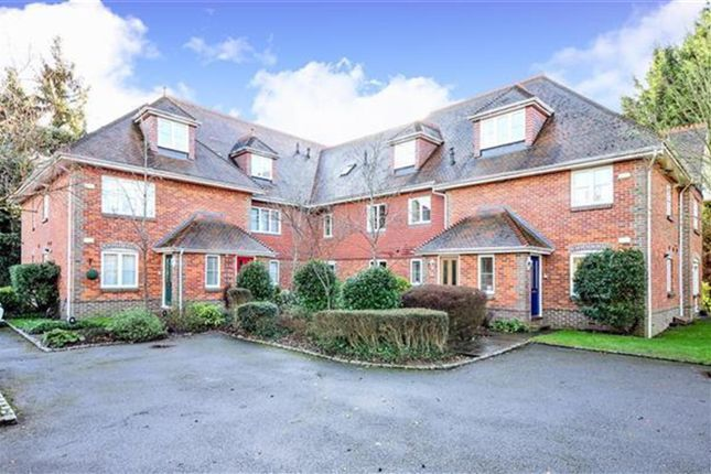 Thumbnail Flat to rent in Old Forest Road, Winnersh, Wokingham