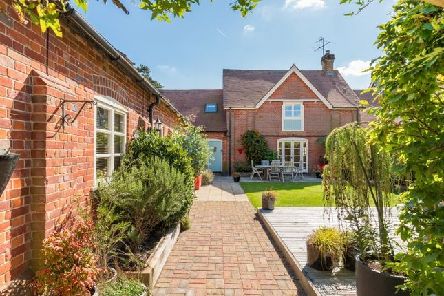 Thumbnail Barn conversion for sale in Browns Lane, Hastoe, Tring