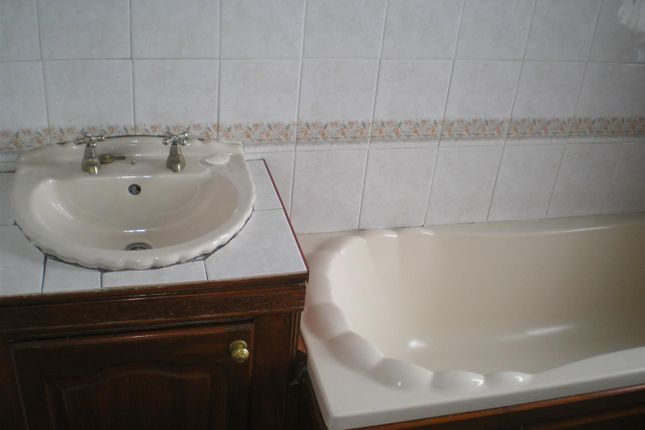 Shared Bathroom of Norfolk Road, Sheffield S2