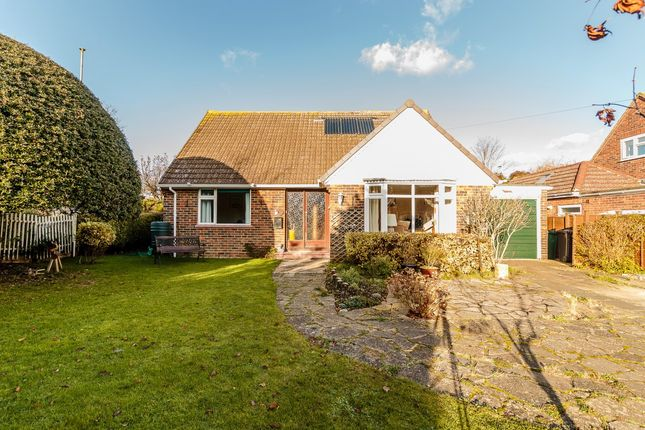 3 bed detached bungalow for sale in Bourne Close, Chichester, West Sussex