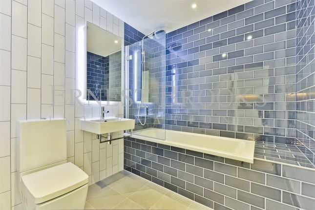 Thumbnail Flat for sale in Liner House, Royal Wharf, London