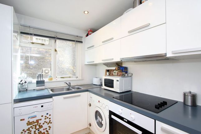 Kitchen of Swinton Street, London WC1X
