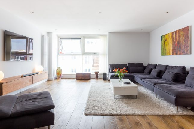 Thumbnail Flat to rent in Stane Grove, London