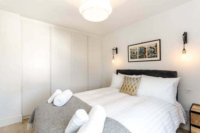 Thumbnail Flat to rent in Munster Road, Parsons Green
