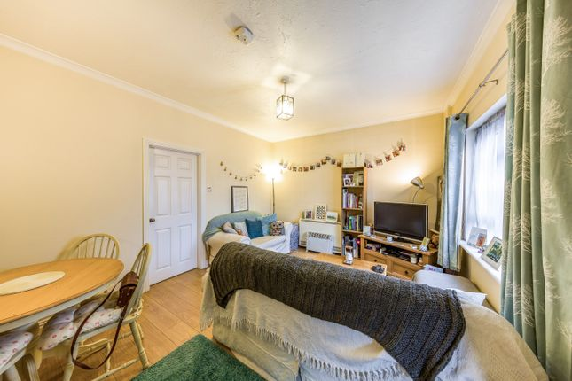 Thumbnail Maisonette to rent in Queens Road, Camberley