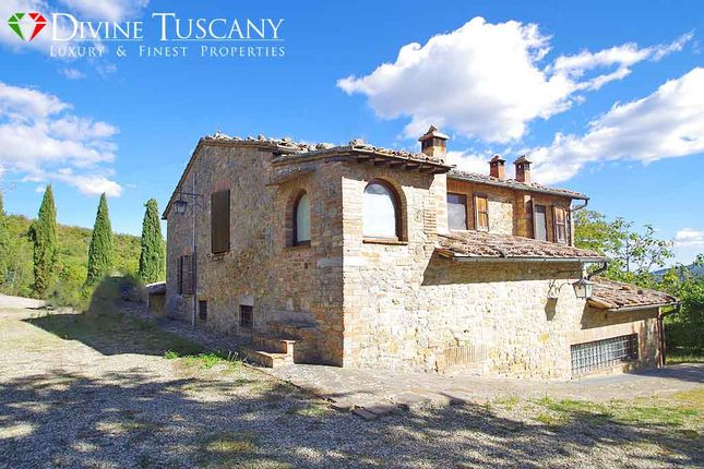 4 bed country house for sale in Via di Poggiano, Montepulciano, Siena, Tuscany, Italy