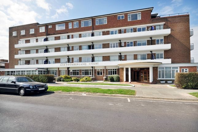2 bed flat to rent in Northumberland Avenue, Cliftonville, Margate