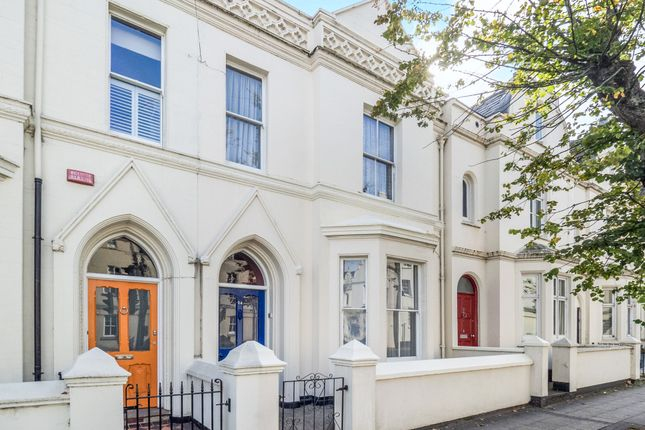 Thumbnail Property for sale in Clarendon Avenue, Leamington Spa, Warwickshire, England