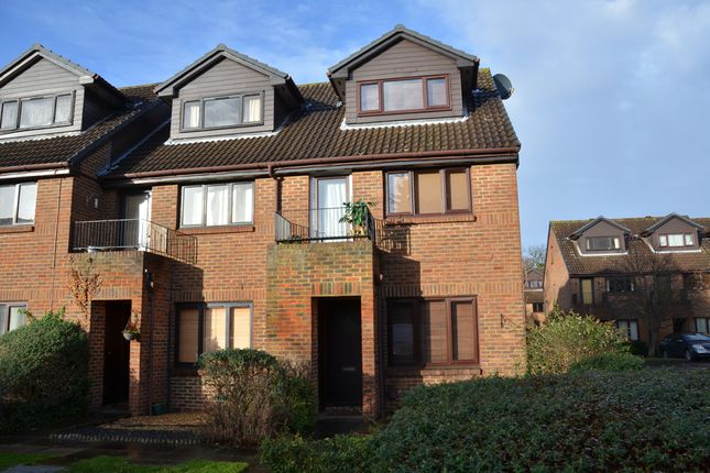 1 bed flat to rent in Benwell Court, Sunbury On Thames TW16