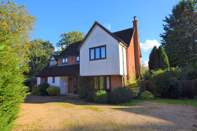 5 bed detached house to rent in The Glebe, Stone, Aylesbury HP17