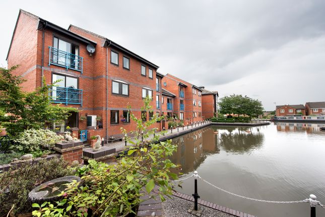 Thumbnail Flat for sale in Evans Croft, Fazeley, Tamworth