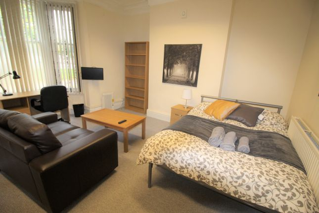 Thumbnail Room to rent in Warwick Row, Room 2, Coventry