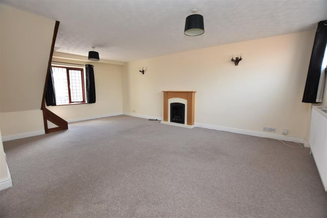 2 bed flat to rent in High Street, Pershore WR10
