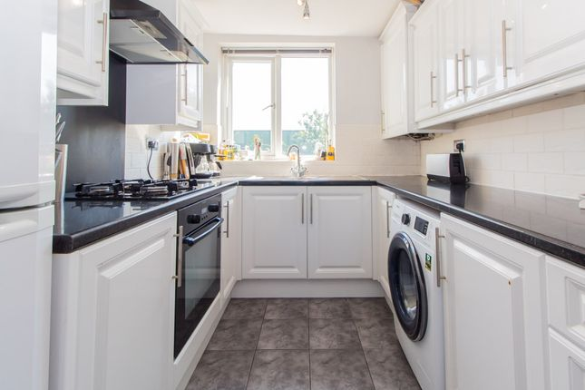 Thumbnail Maisonette for sale in Templewood Court, Hadleigh