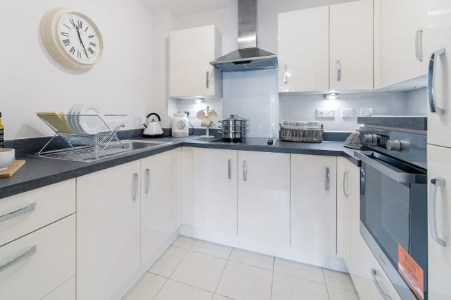 Thumbnail Flat for sale in Springfield Close, Stratford-Upon-Avon