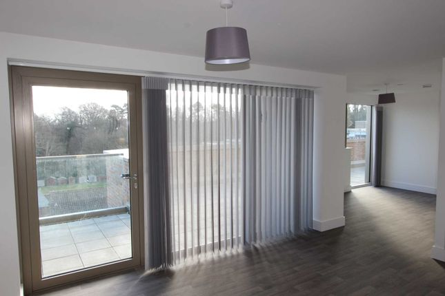 2 bed flat to rent in Perrymount Road, Haywards Heath RH16