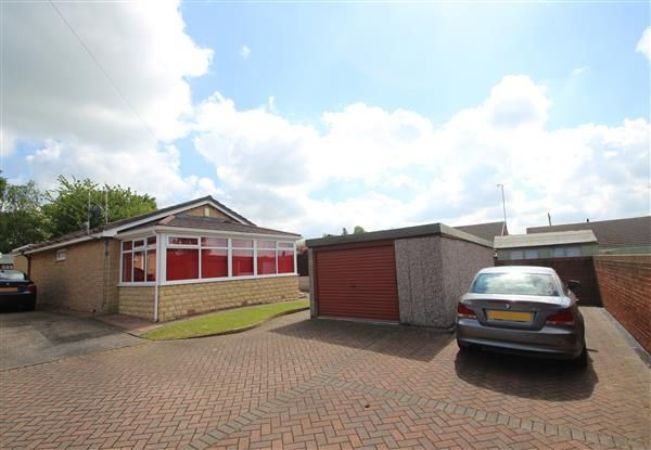 Thumbnail Bungalow for sale in East Dale Close, Hemsworth, Pontefract